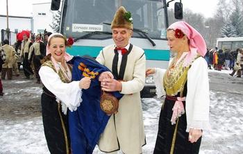 Васка Асенова, Калин Витанов и Антоанета Рангелова от село Лесковец на Сурва 201